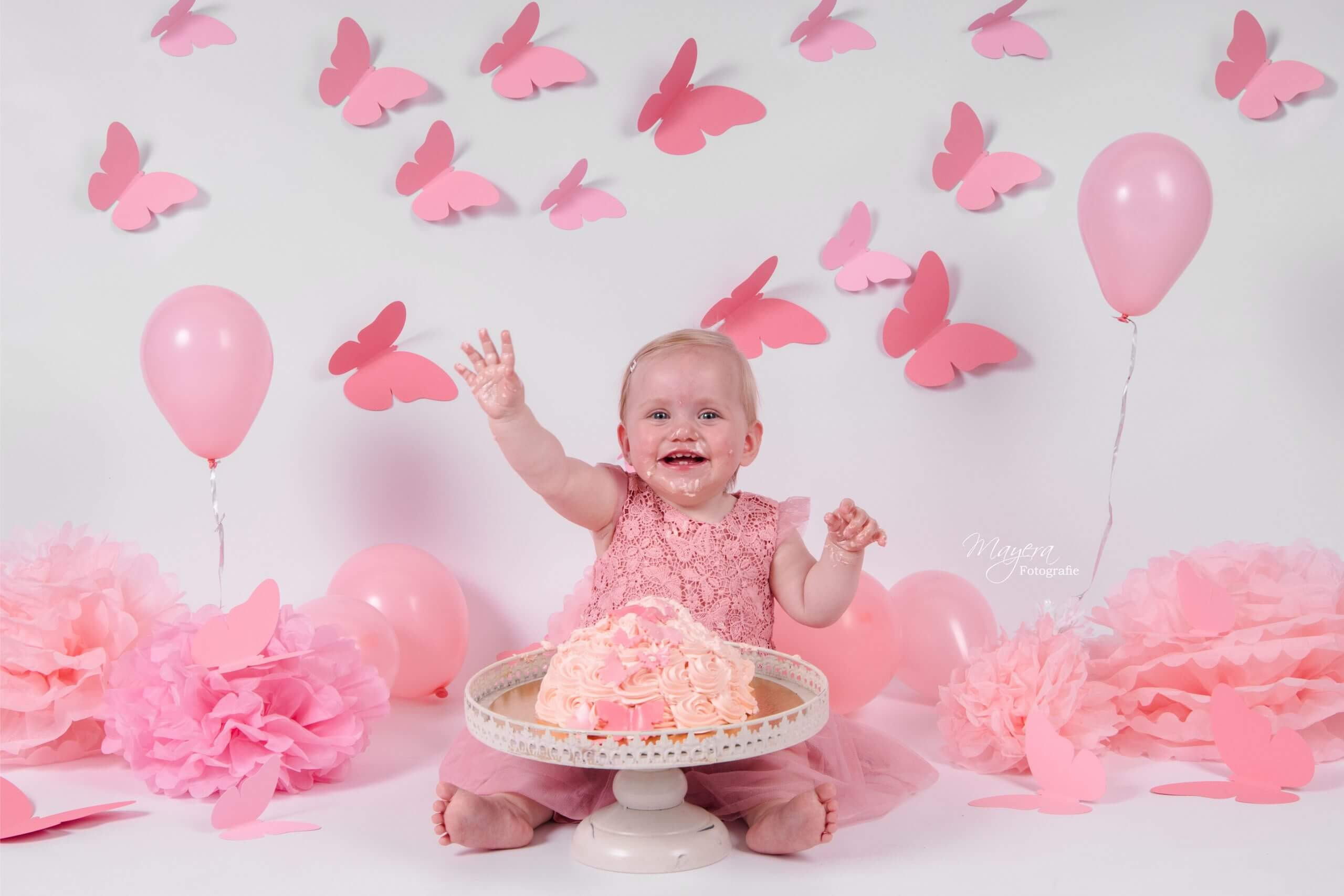 Kind cake smash vlinder roze