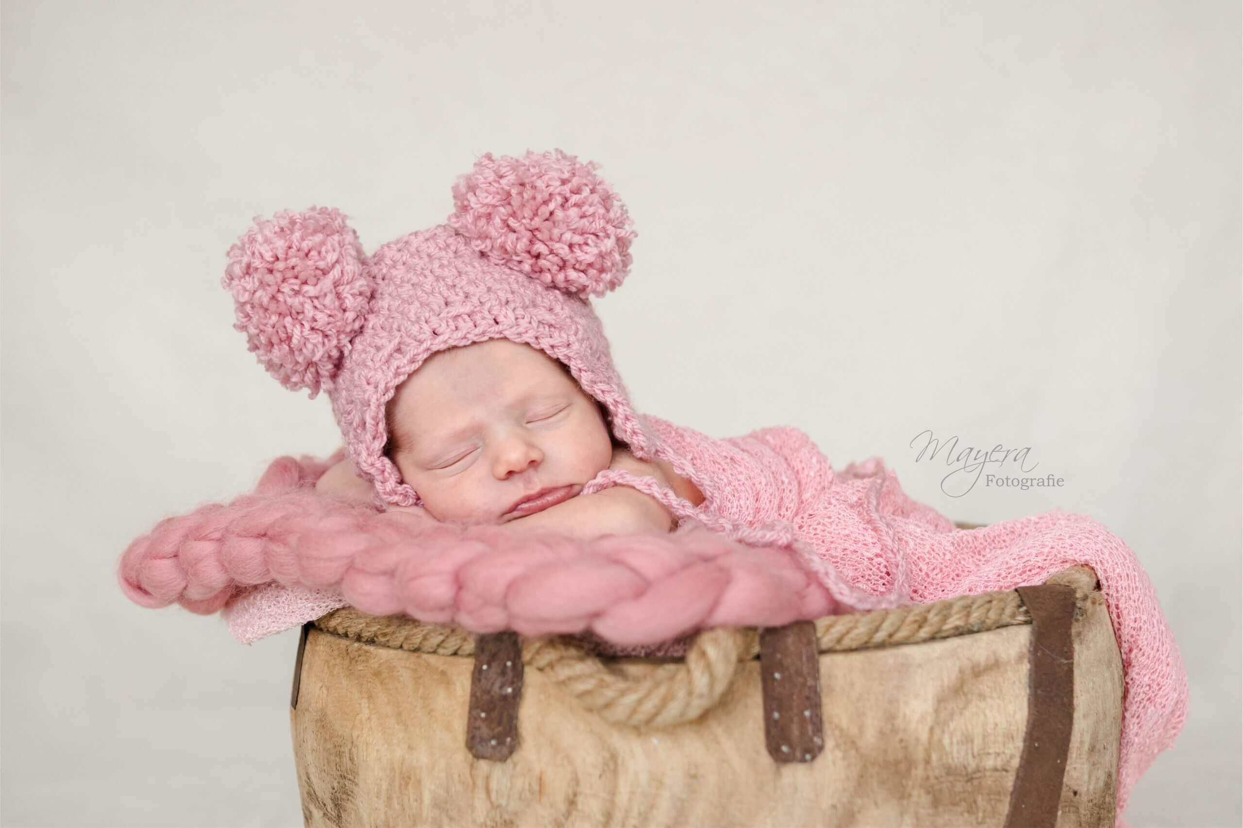 Newborn baby girl mutsje