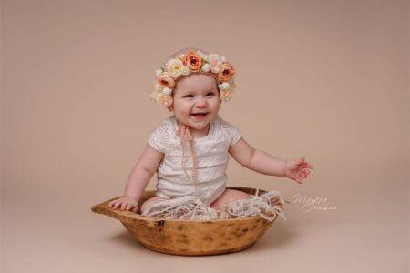 baby bloemen blij roze meisje cothen