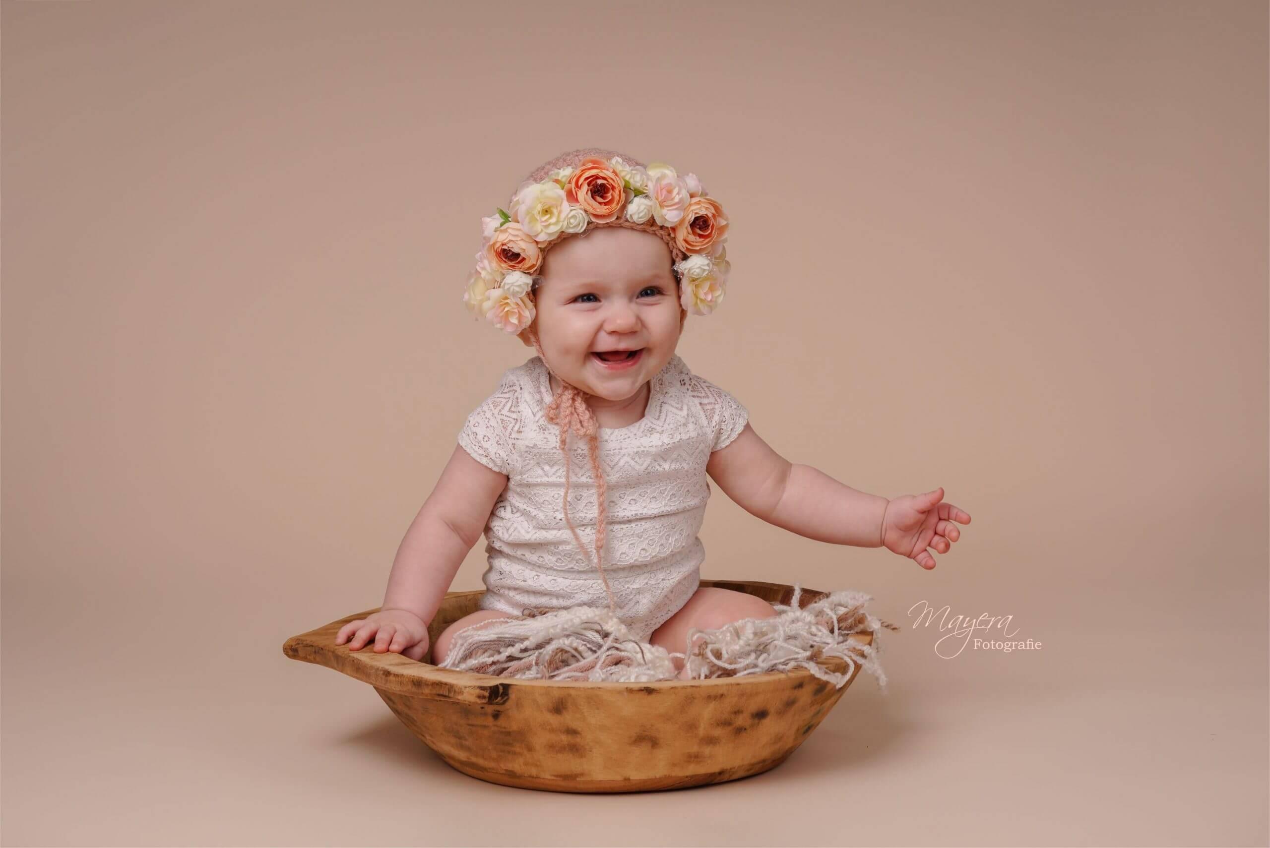 baby-bloemen-blij-roze-meisje-cothen-scaled
