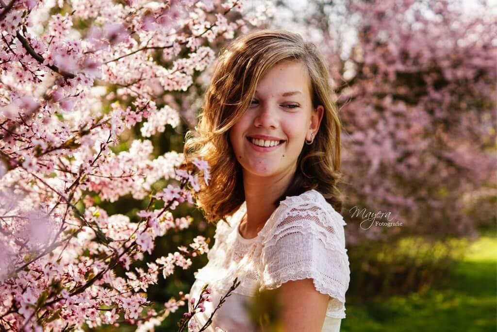 bloesem-portret-meisje-buiten-1-scaled