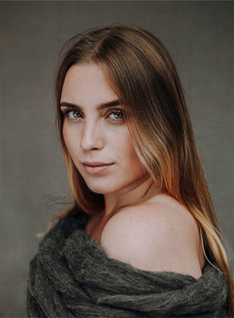 daglicht-portret-dame-buiten-meisje-23-scaled