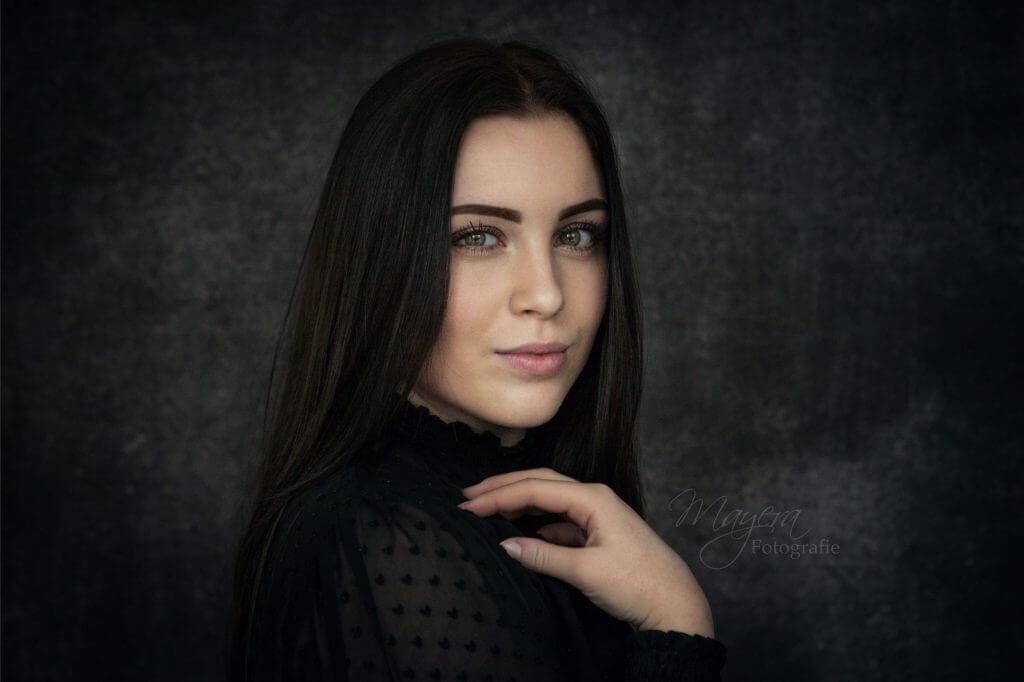 daglicht-portret-dame-buiten-meisje-34-scaled
