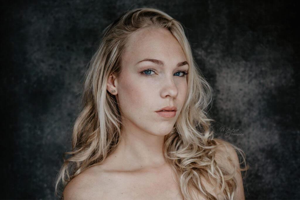 daglicht-portret-dame-buiten-scaled