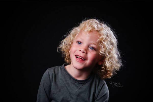 fine-art-portret-jongen-krullen-cothen-scaled