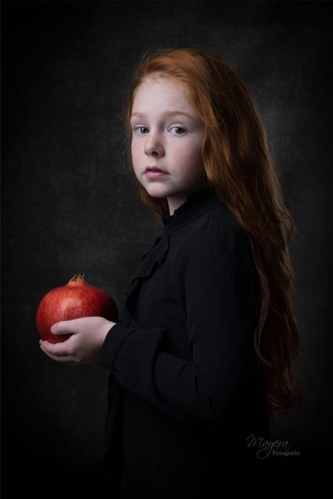 fine-art-portret-meisje-studio-grantaatappel-scaled