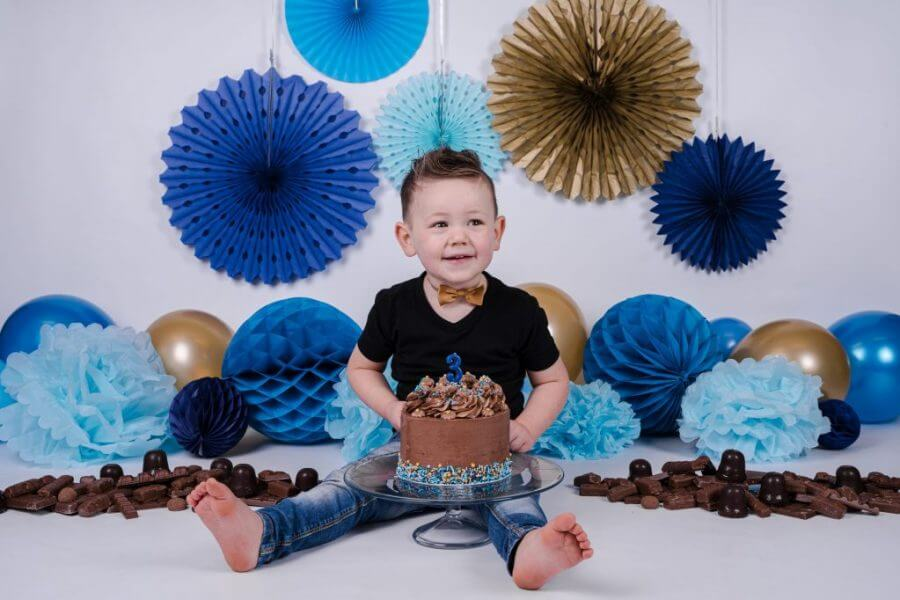 jongen-cake-smash-3-jaar-wijk-bij-duurstede-scaled
