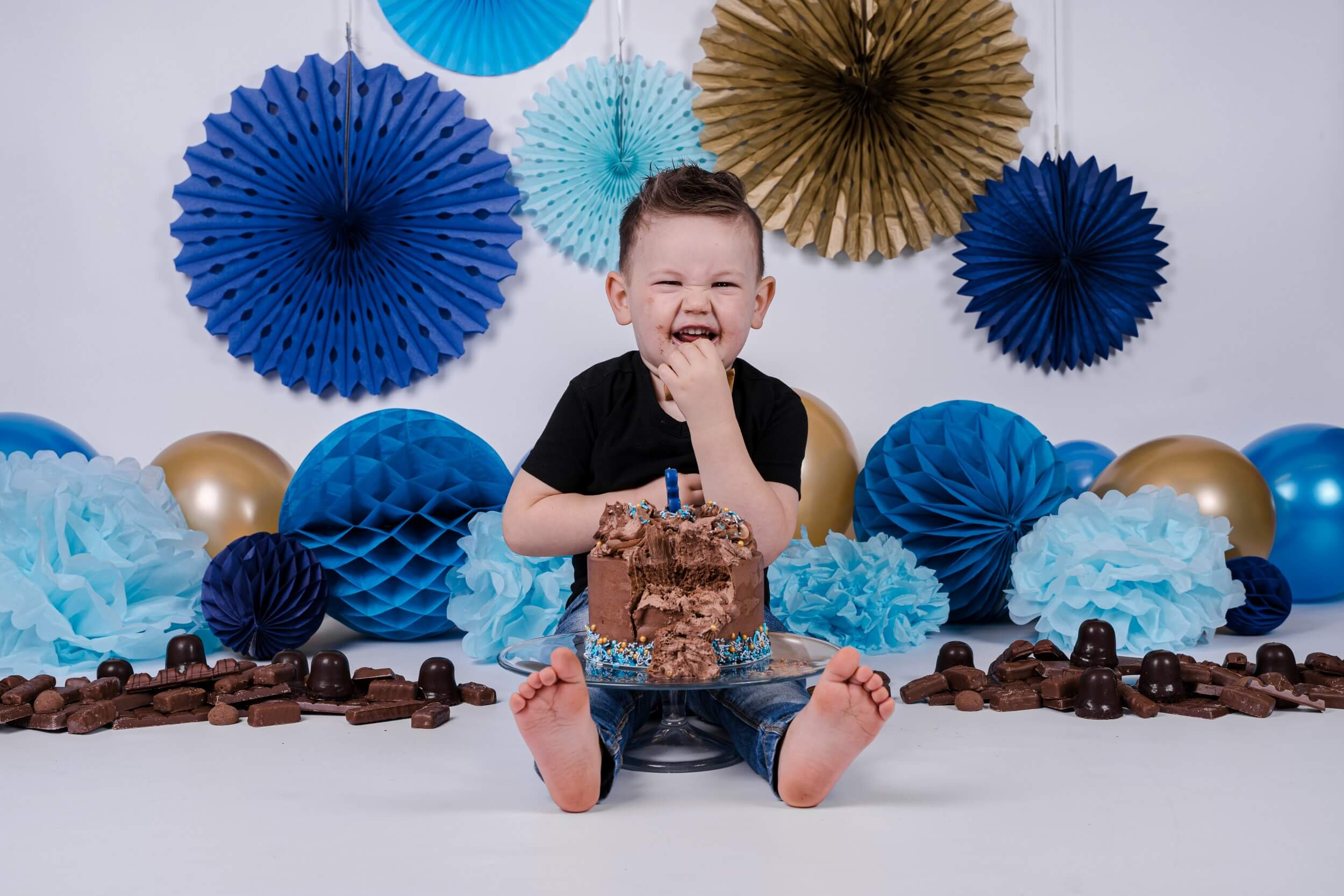 jongen fotoshoot cake smash blauw en goud
