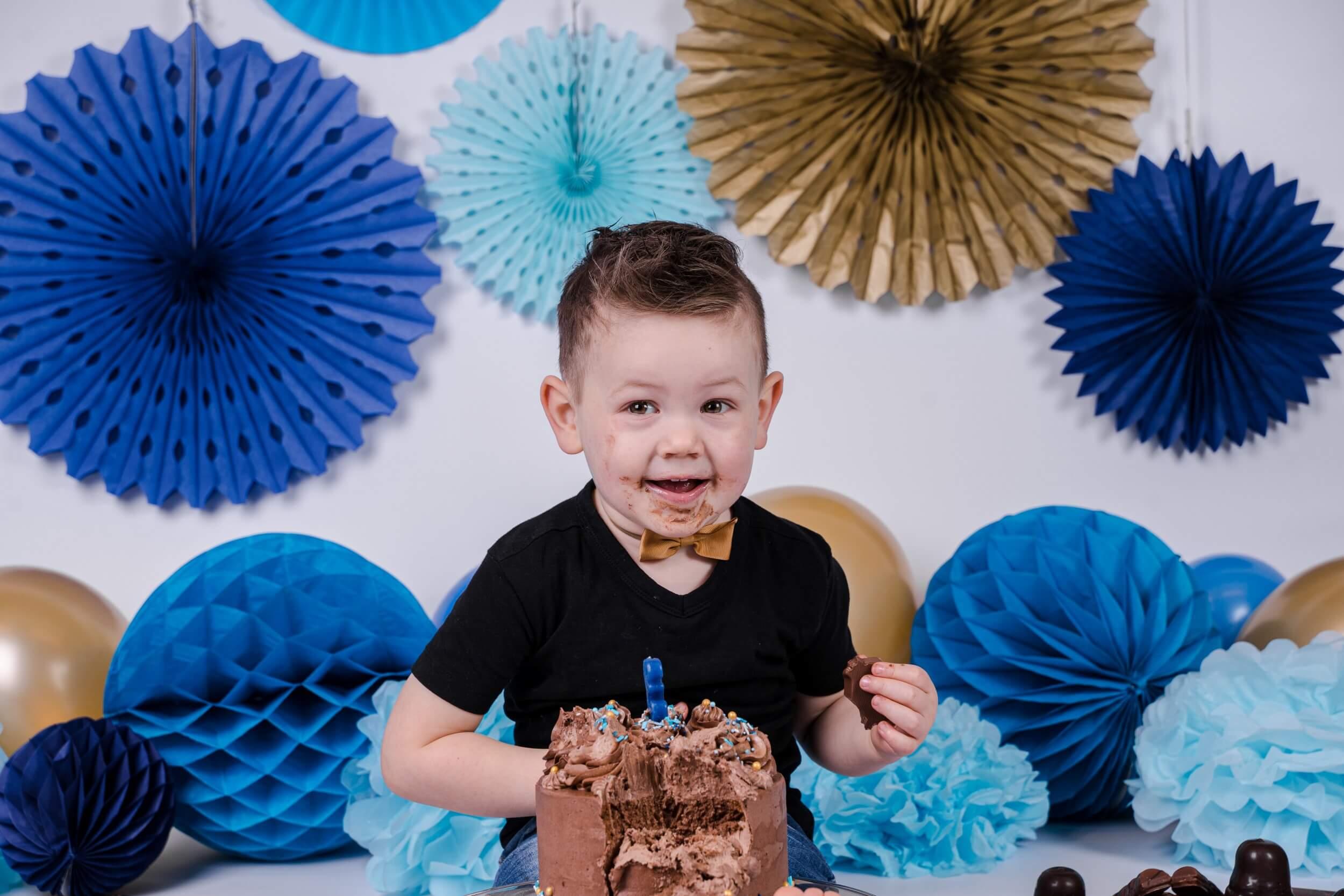 jongen verjaardag fotoshoot feest