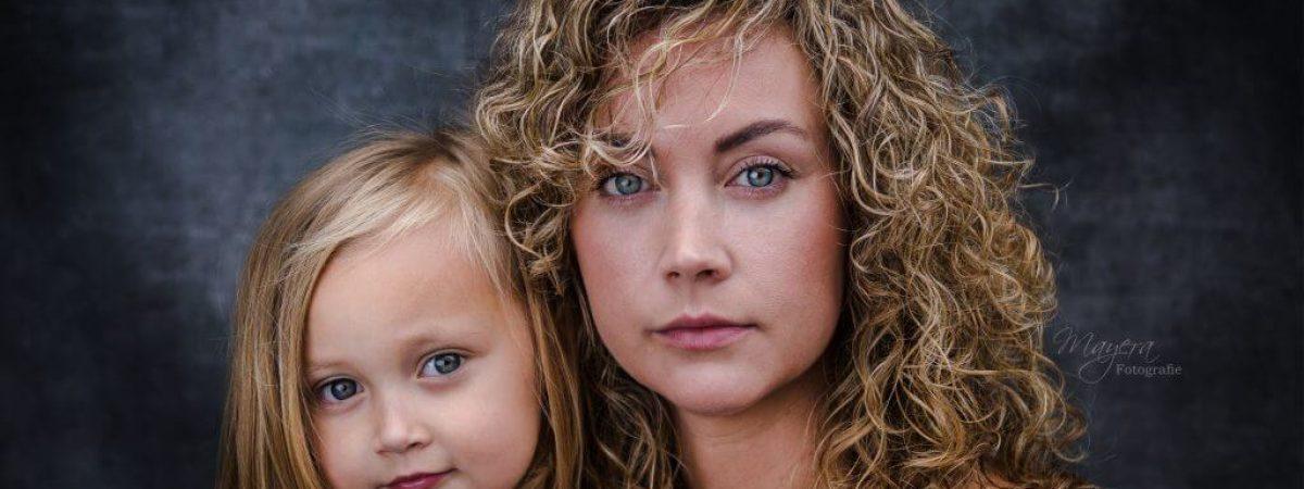 moeder dochter portret sterk