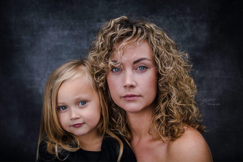 moeder-dochter-portret-sterk-1-scaled