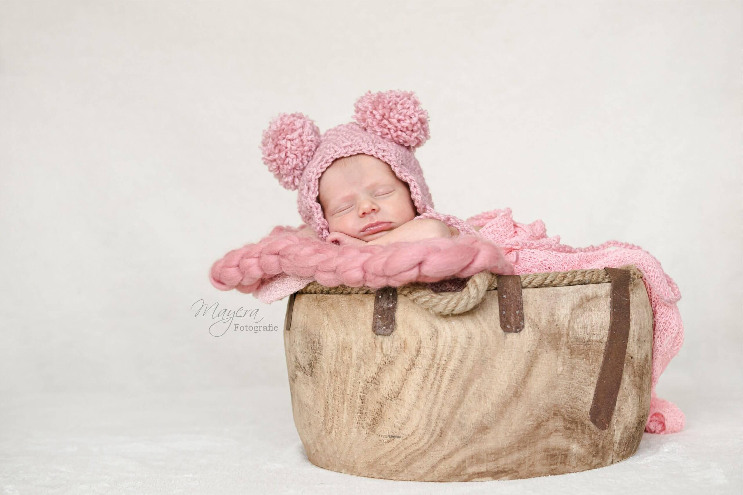 newborn bucket slapen mutsje sesie