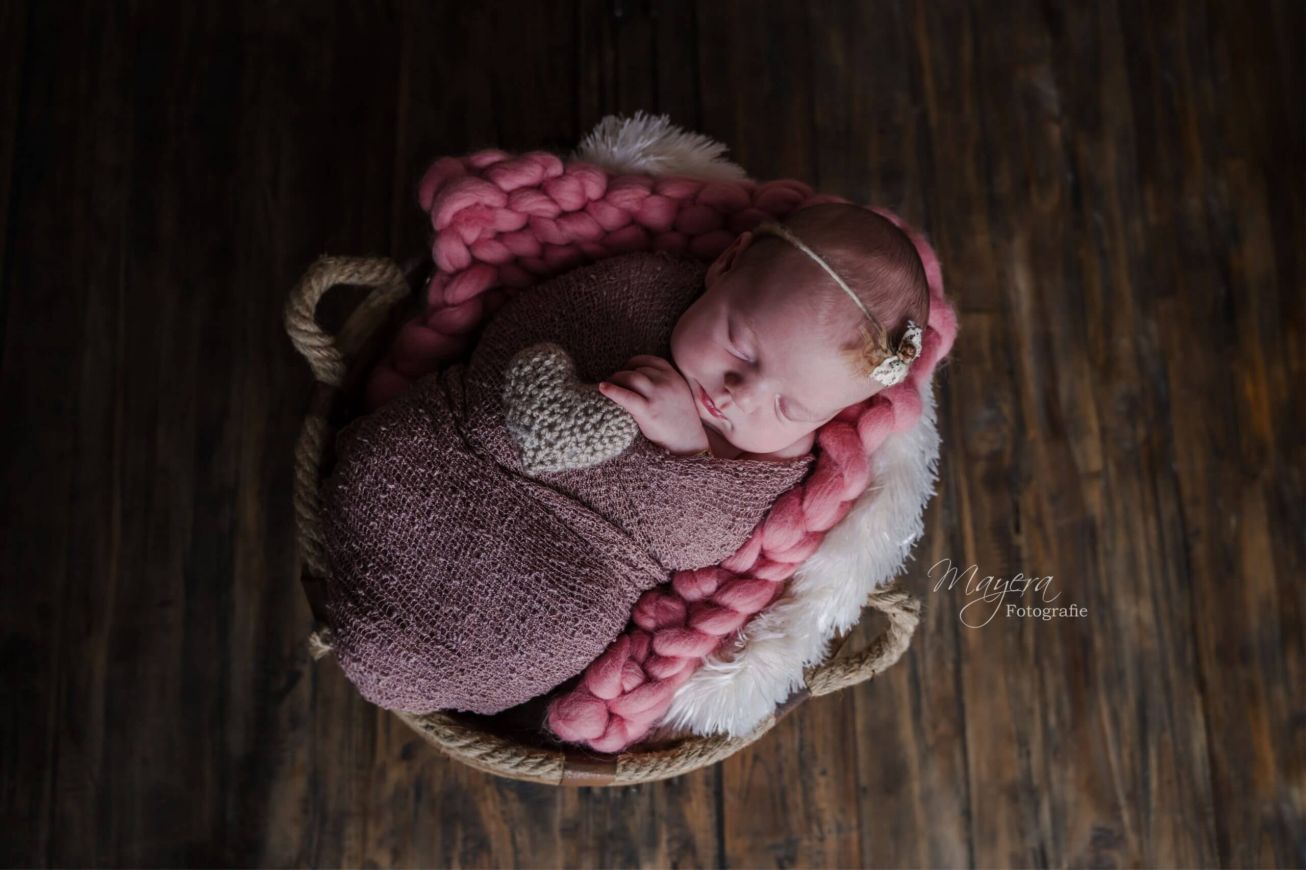 newborn hartje handgemaakte breien sessie