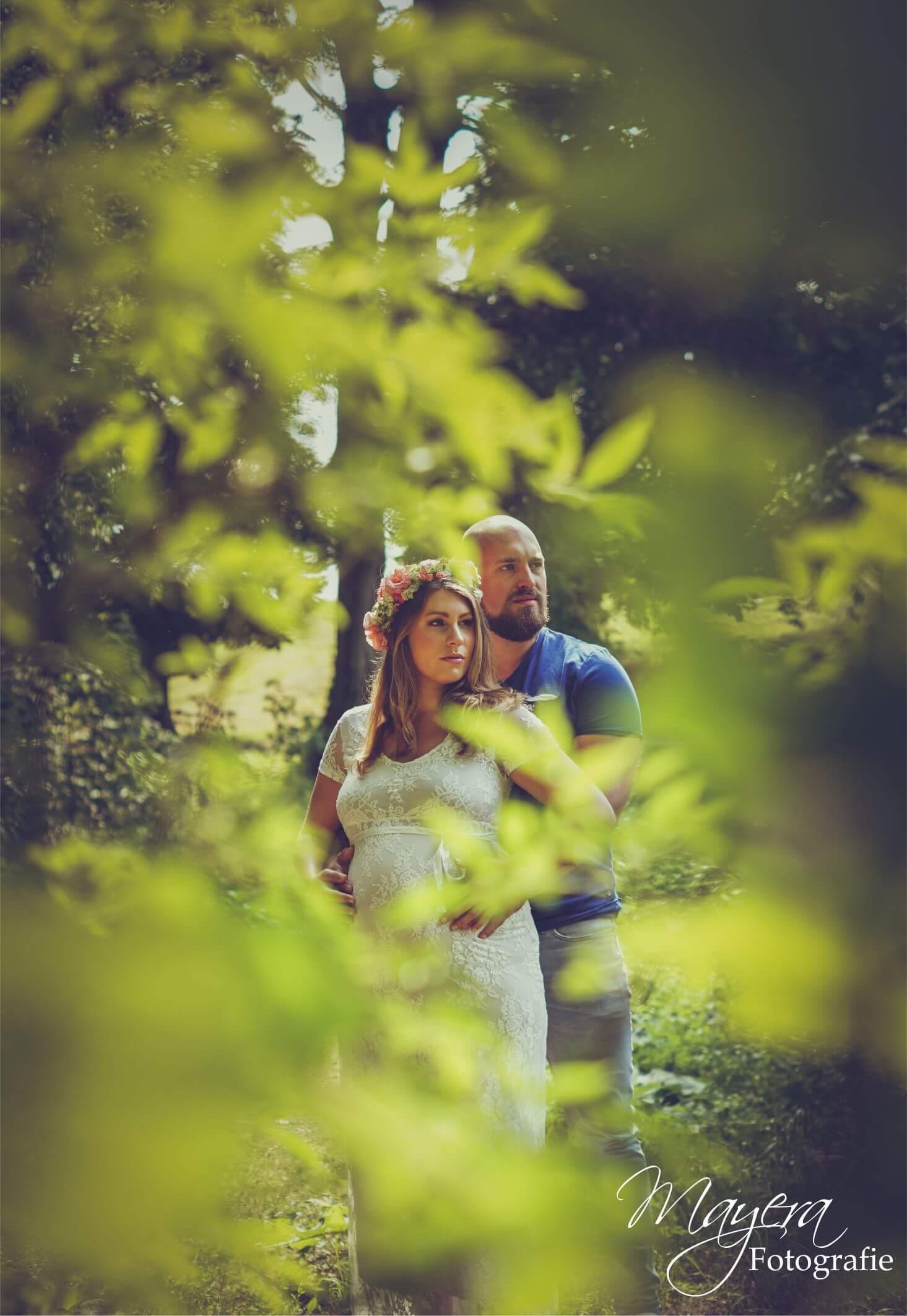 romantisch koppel zwangerschap bos 1