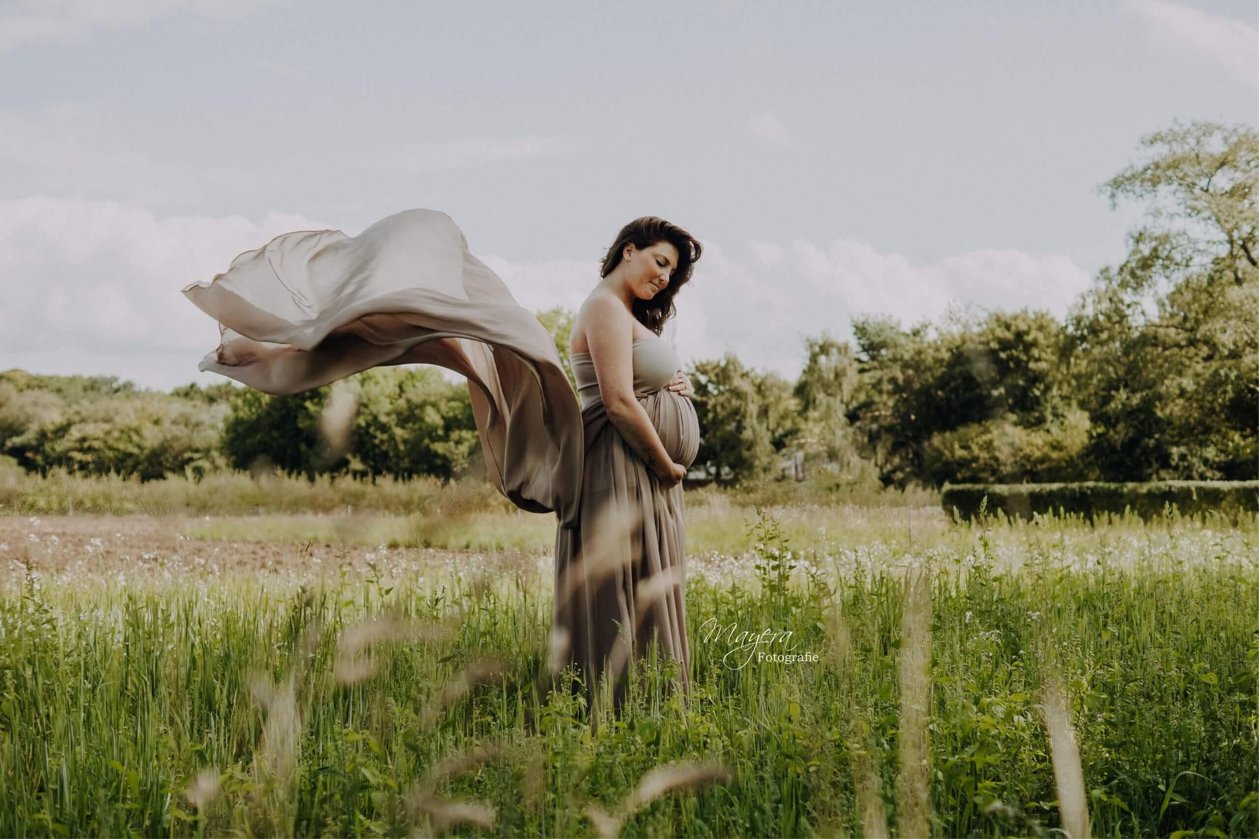 romantisch-vintage-fotoshoot-zwangerschap-3-scaled