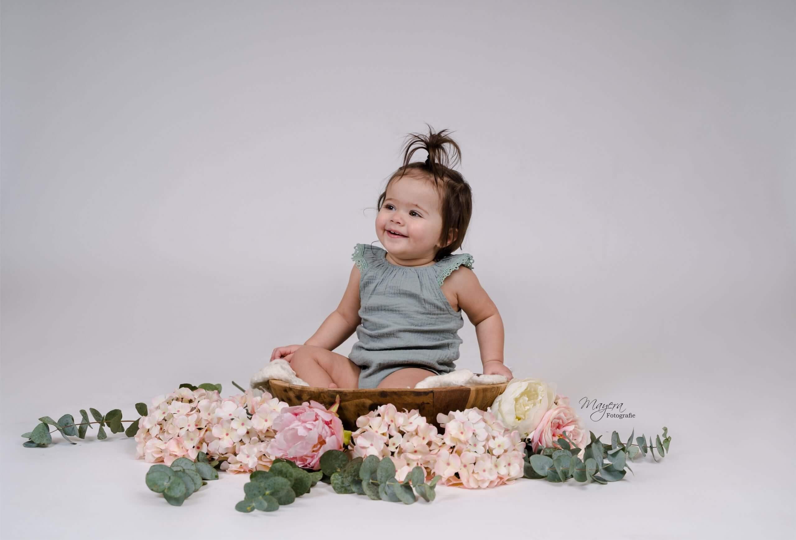 sitter-baby-fotoshoot-cothen-blij-vrolijk-scaled