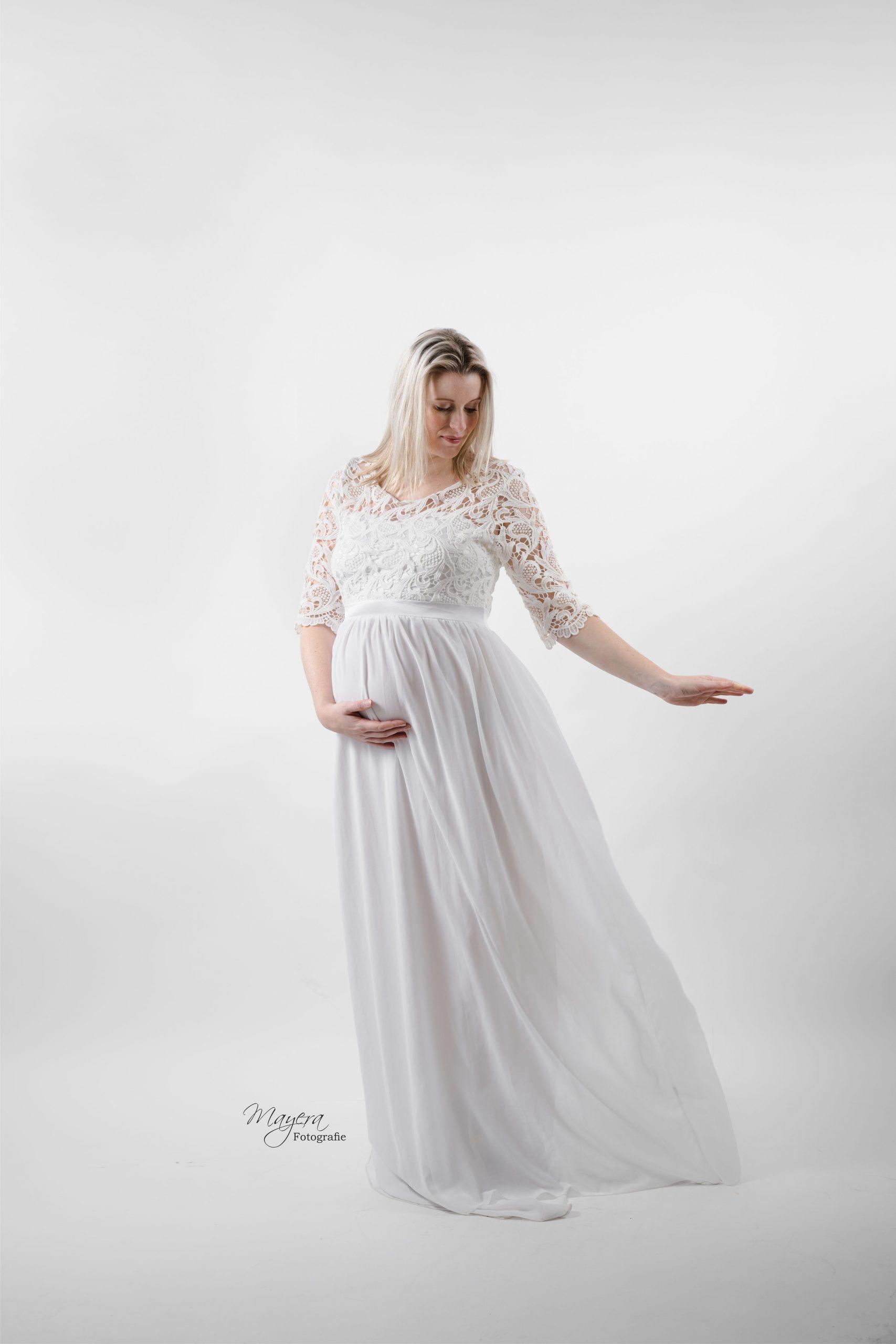 trouwjurk moeder zwanger wit kant