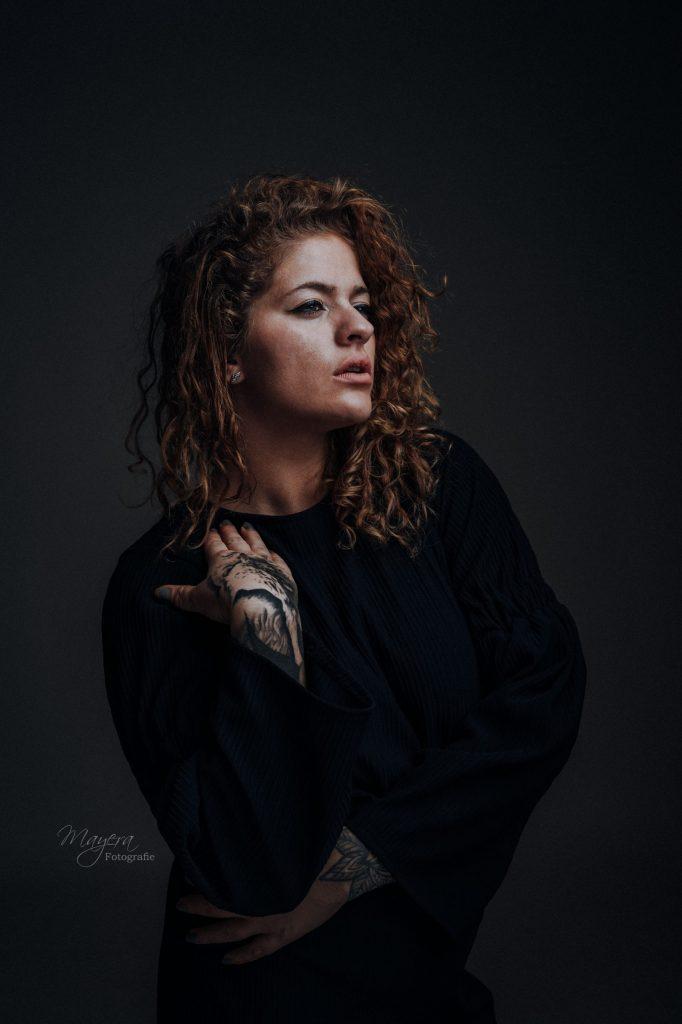 vrouw-tattoo-fotoshoot-studio-cothen-wijk-bij-duurstede-scaled