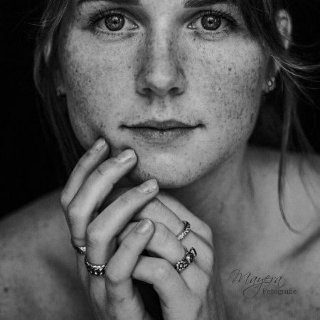 zwart wit portret meisje fotoshoot photoshoot wijk bij duurstede