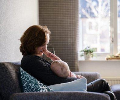 Borstvoeding geven aan je kindje lief teder