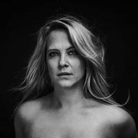 model-pose-portret-studio-utrecht-softbox-2-1024x683-400x266