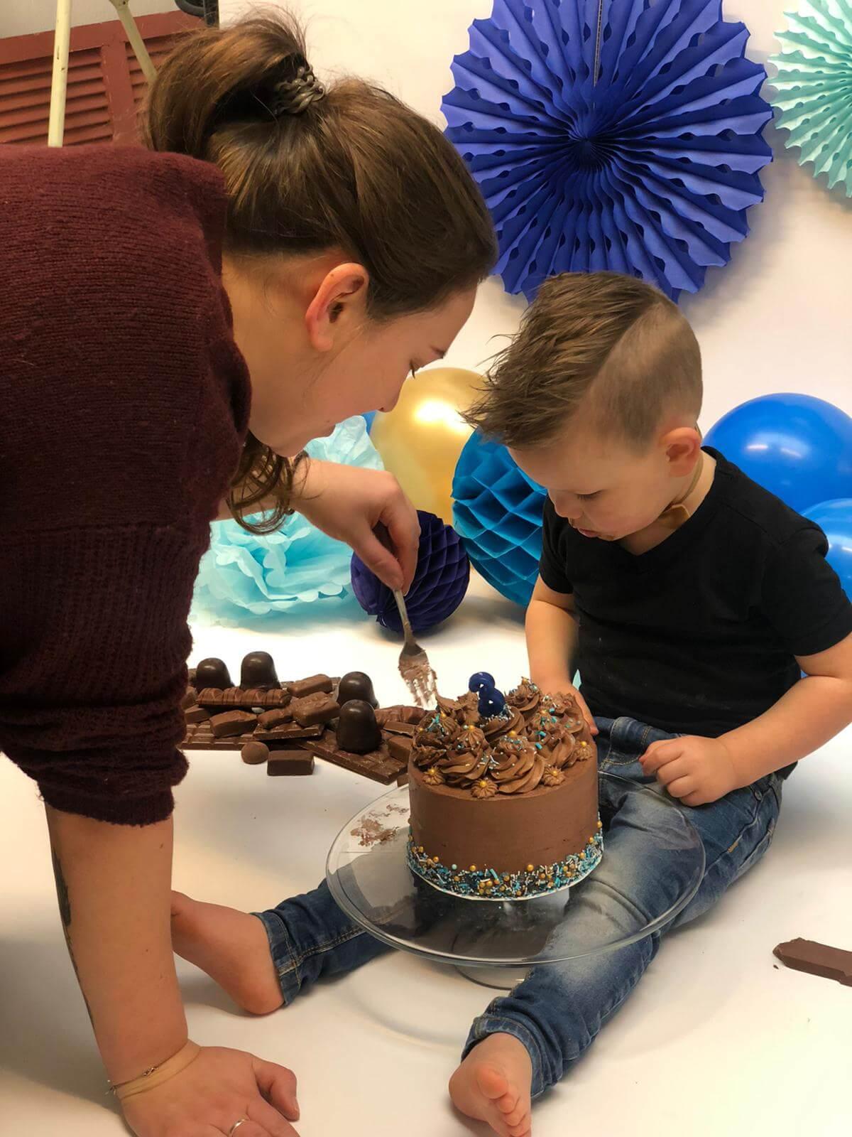 Backstage helpen fotoshoot cake smash shoot taart bakken