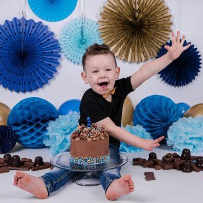 jongen-cake-smash-verjaardag-