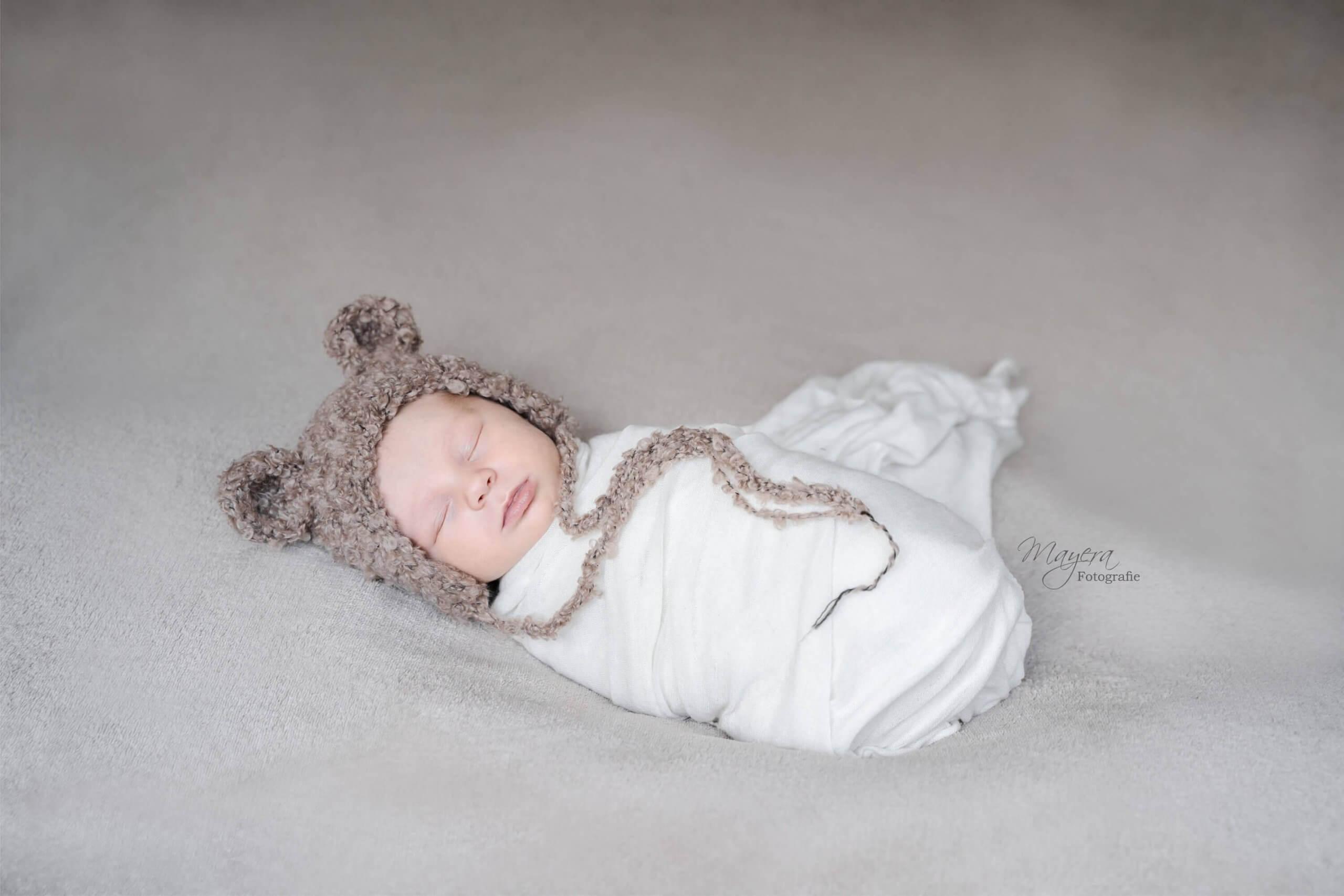 Newborn baby warp warpping workshop berenmutsje handgemaakt