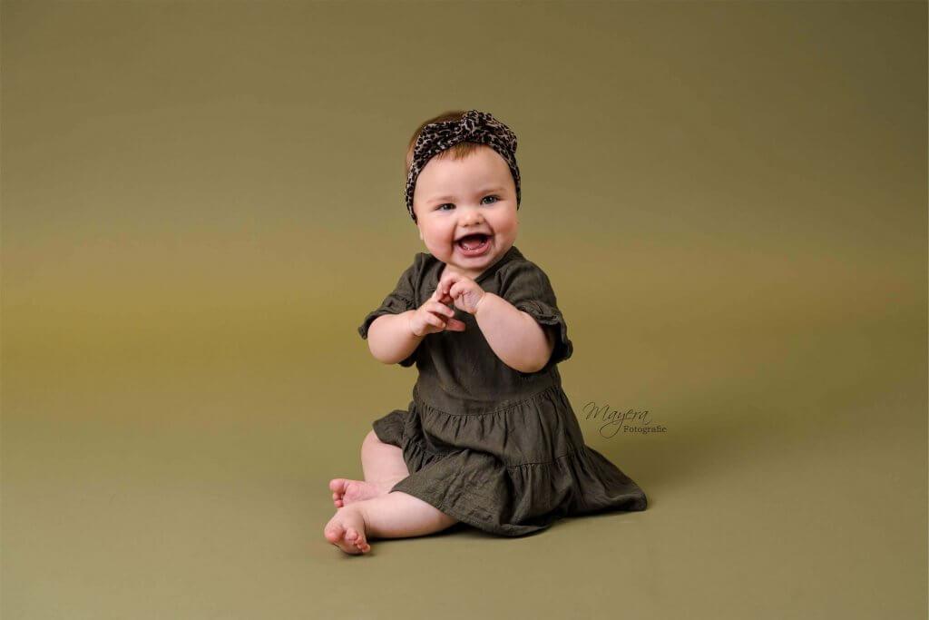 Sitter baby blij kleding jurkje meisje haarband handgemaakt bunnik
