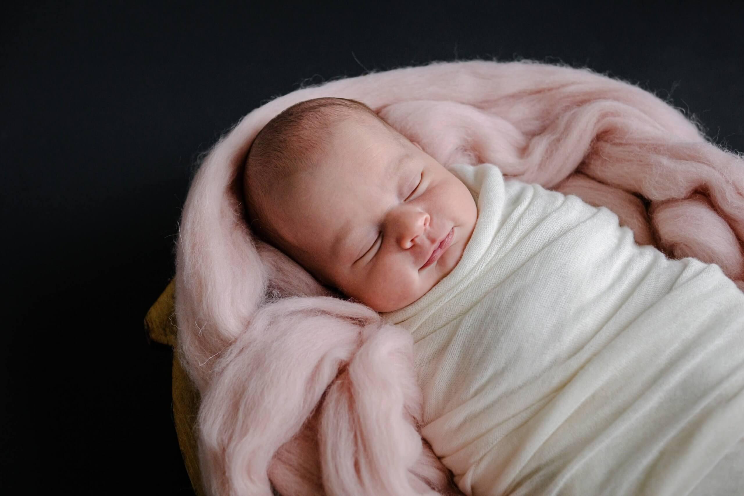 Newborn baby veenendaal portret lief zacht wol