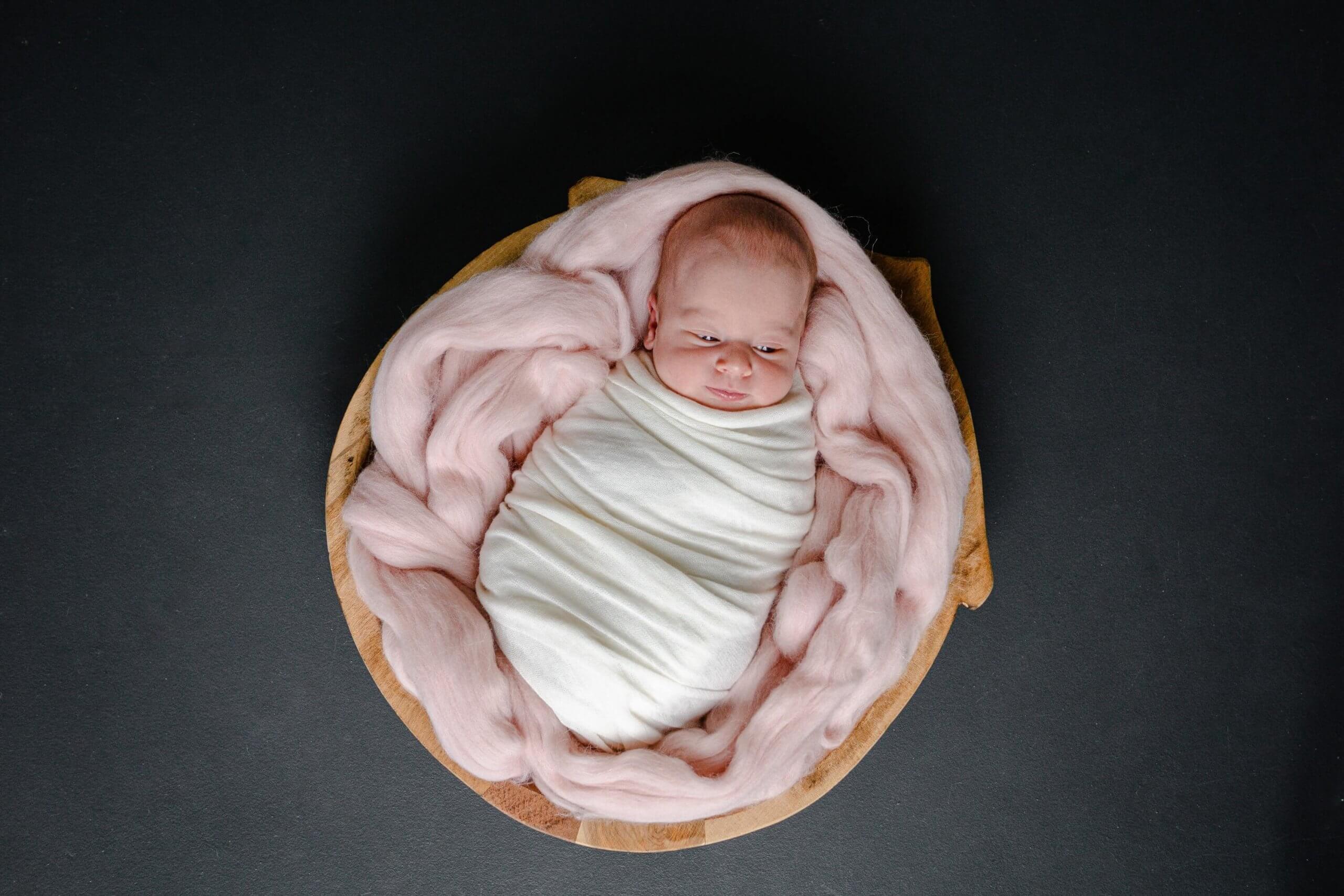 Newborn meisje baby roze daglicht renswoude veenendaal
