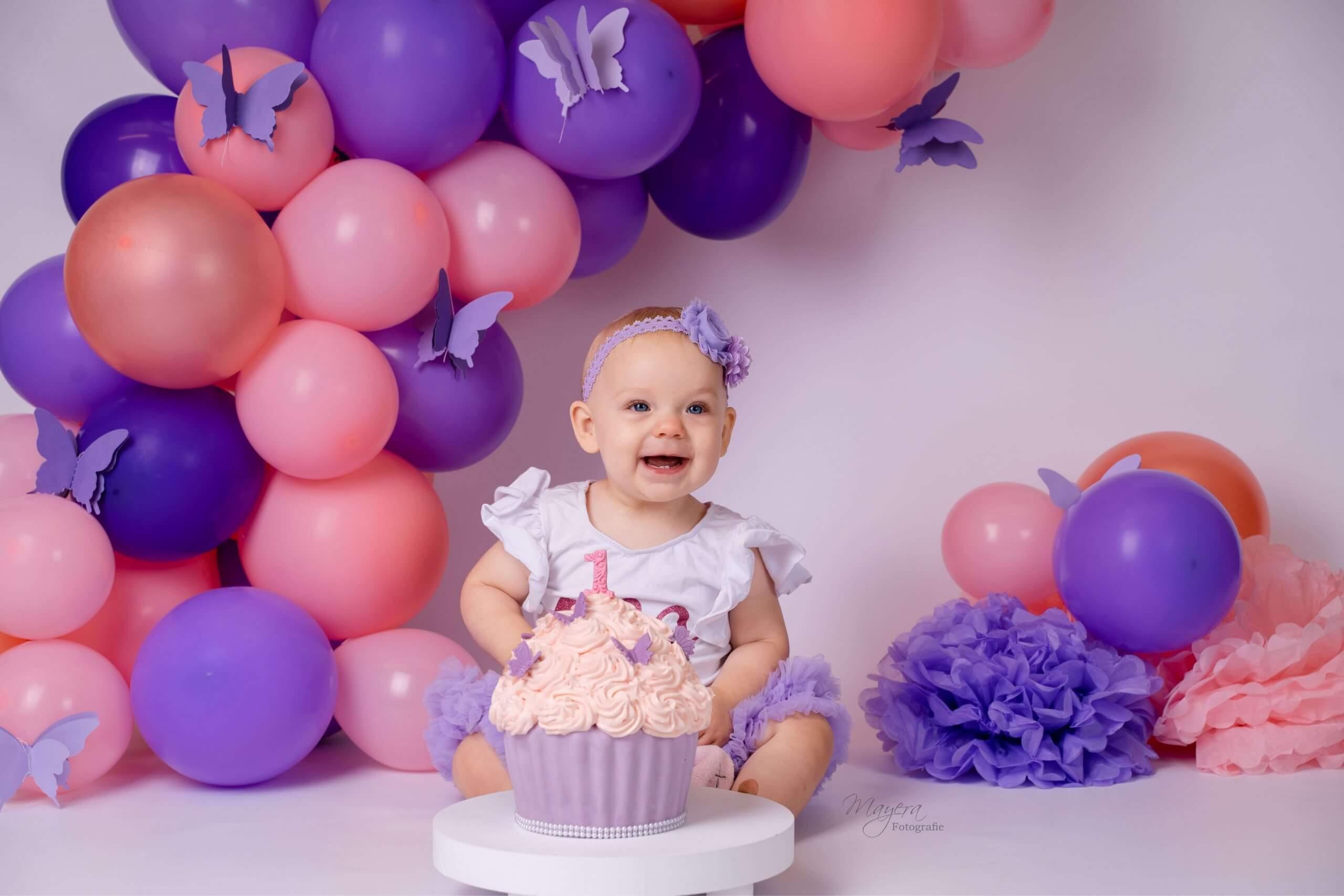 Cake smash meisje feest one year vlinders roze pink feestje fotoshoot Wijk bij duurstede