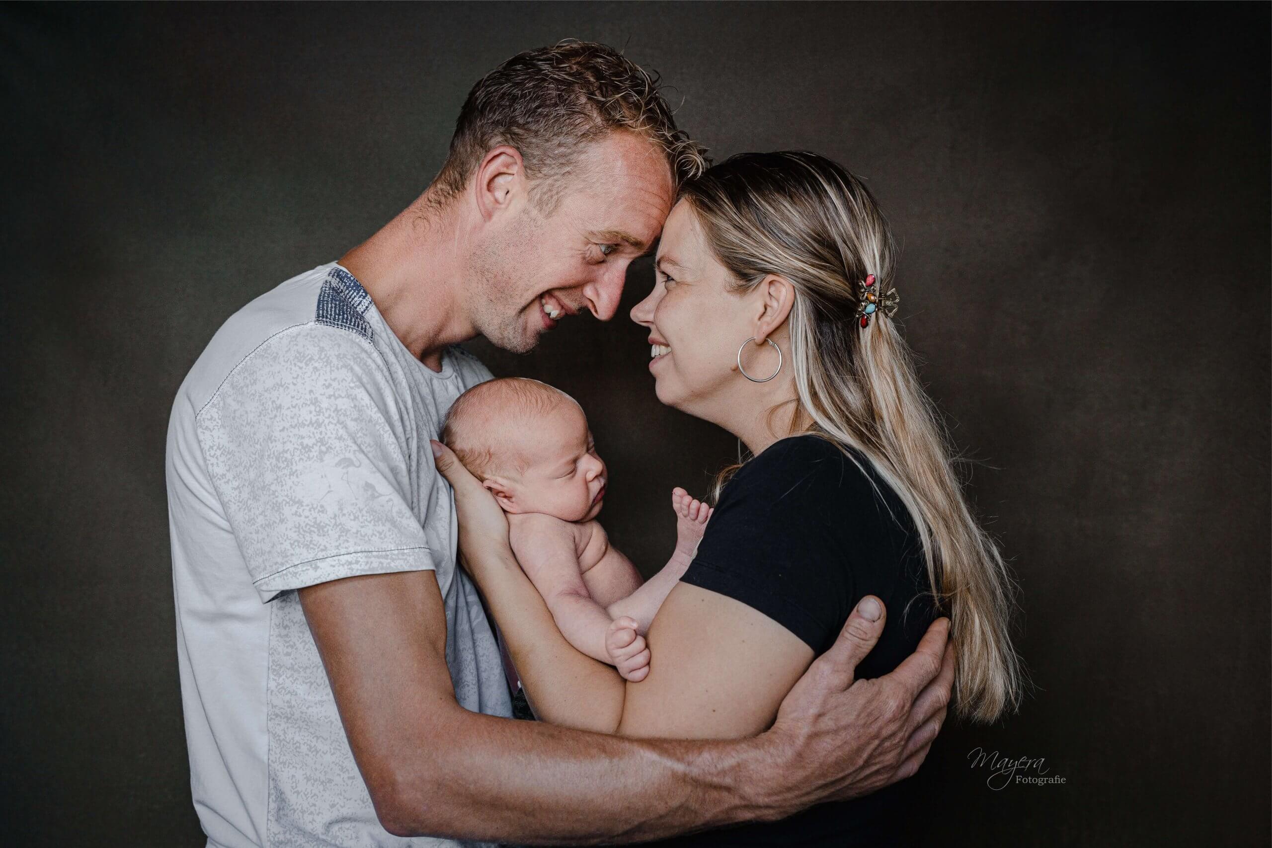 Newborn ouders portret newborn werkhoven odijk bunnik fotoshoot sessie