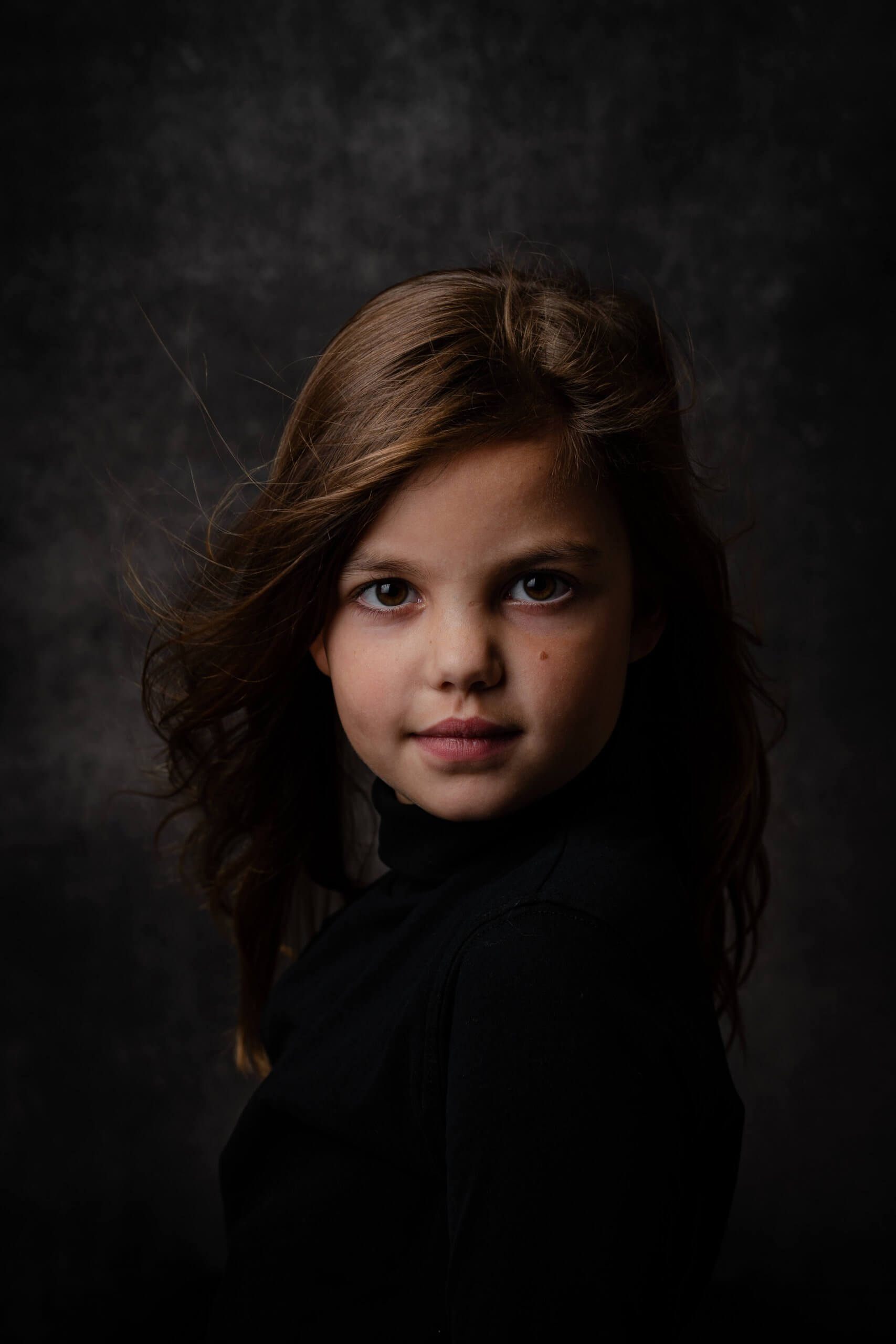 Portret kind meisje fine art studio rembrandt licht lights softbox fotoachtergronden