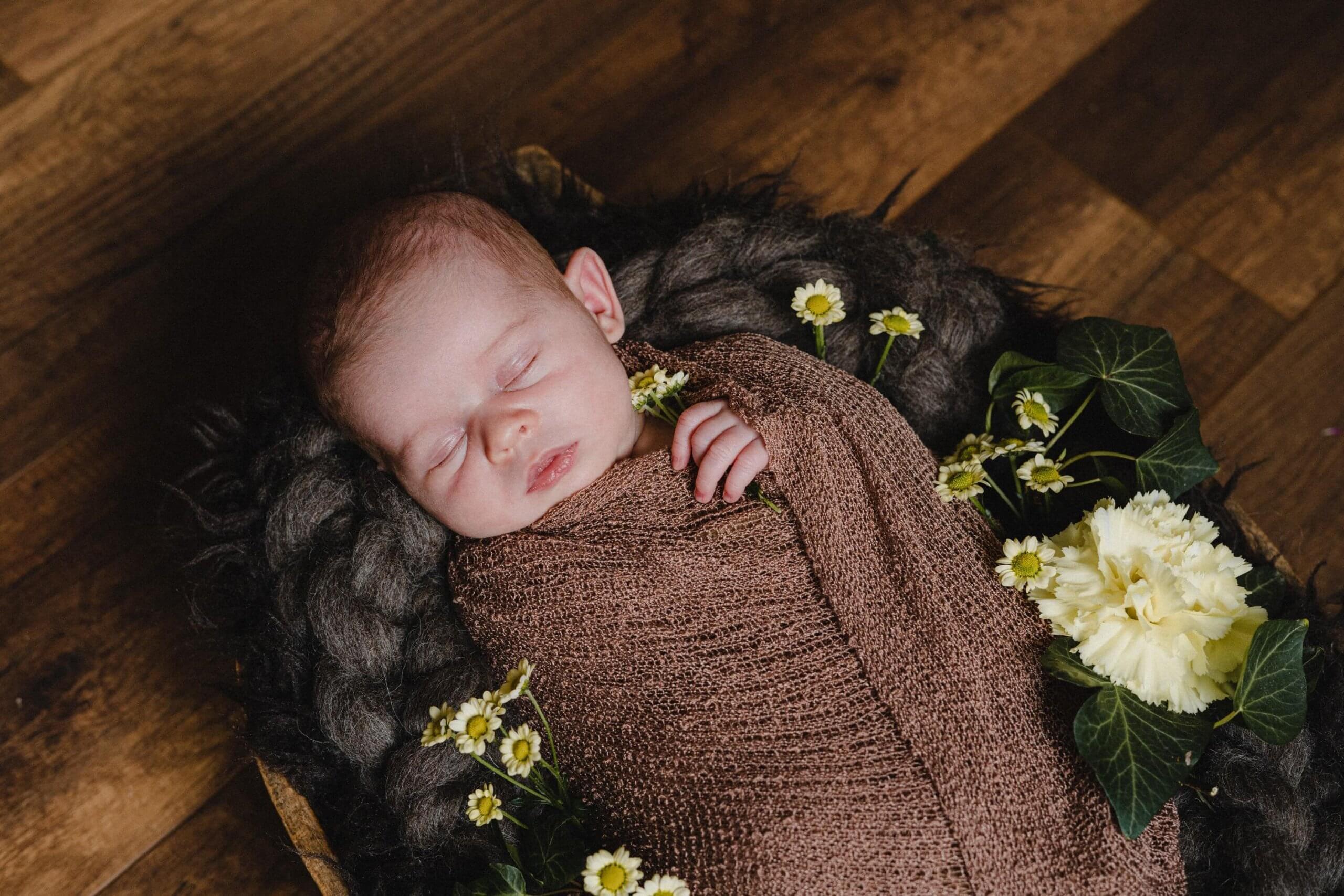 Newborn meisje bloemen fotoshoot familie Haarlem Amsterdam