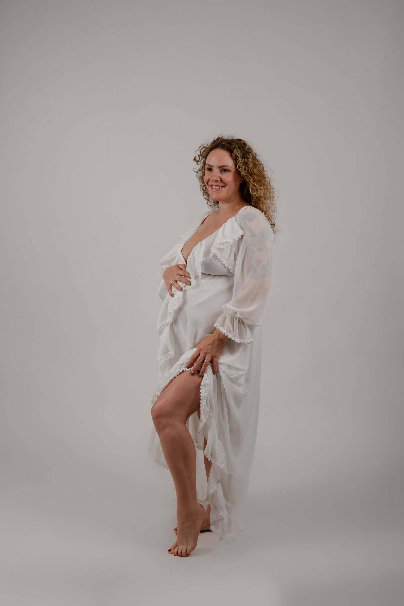 Garderobe jurk Lot wit mommy to be fotoshoot Utrecht